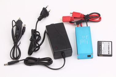 DC 5.5*2.1 の餌のボートのリチウム電池のための多機能の屋内または車の充電器
